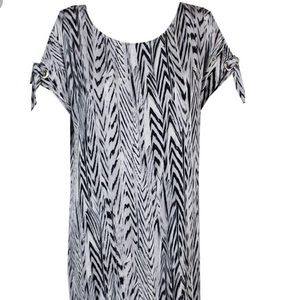 Calvin Klein Black&white cold shoulder shift dress